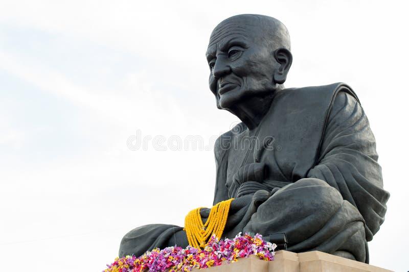 HUA HIN THAILAND - Apr27, 2015: Staty av Luang Pu Thuat fotografering för bildbyråer