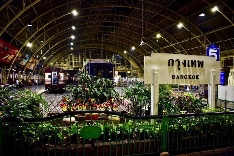 Hua Lamphong Railway Station in Bangkok stock foto's