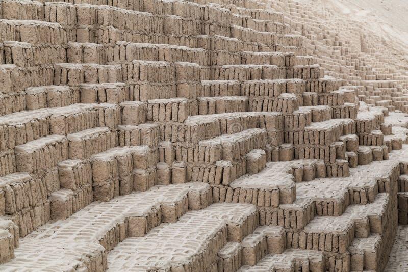Huaca Pucllana, Juliana o Wak'a Pukllana - grandes adobe y pirámide de la arcilla en Miraflores, Lima, Perú fotos de archivo libres de regalías