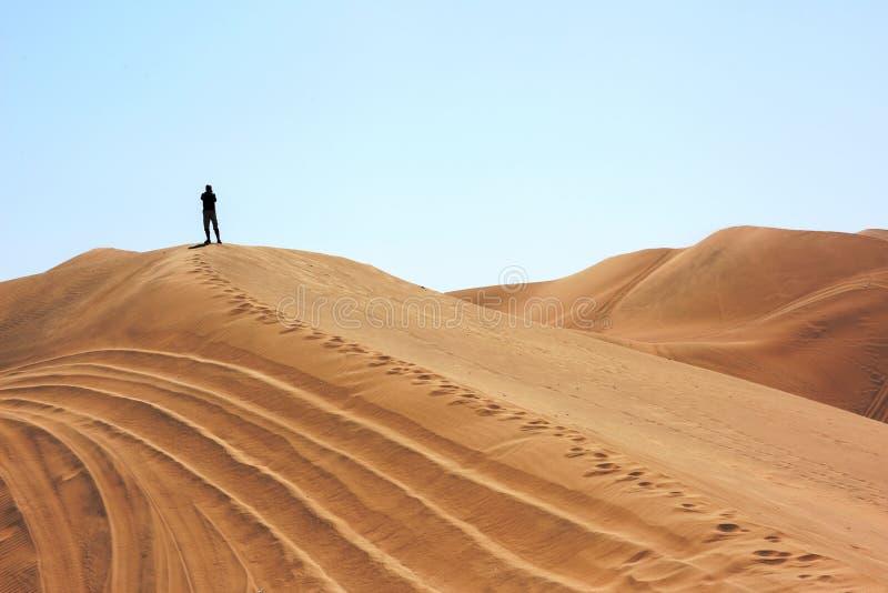 Huacachina沙漠沙丘的人 库存照片