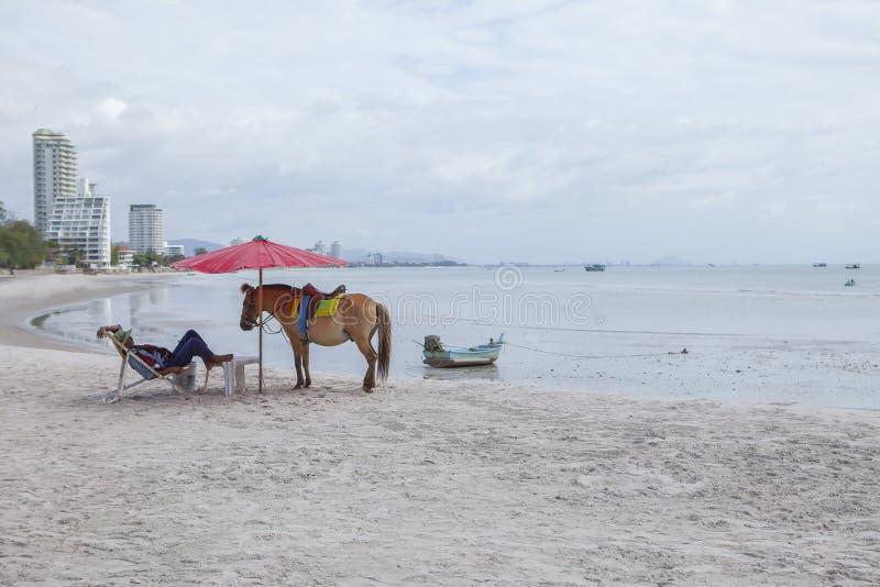 HUAHIN PRACHUAP KHIRI KHAN泰国- J UNE25,2016 :旅游hors 免版税库存图片