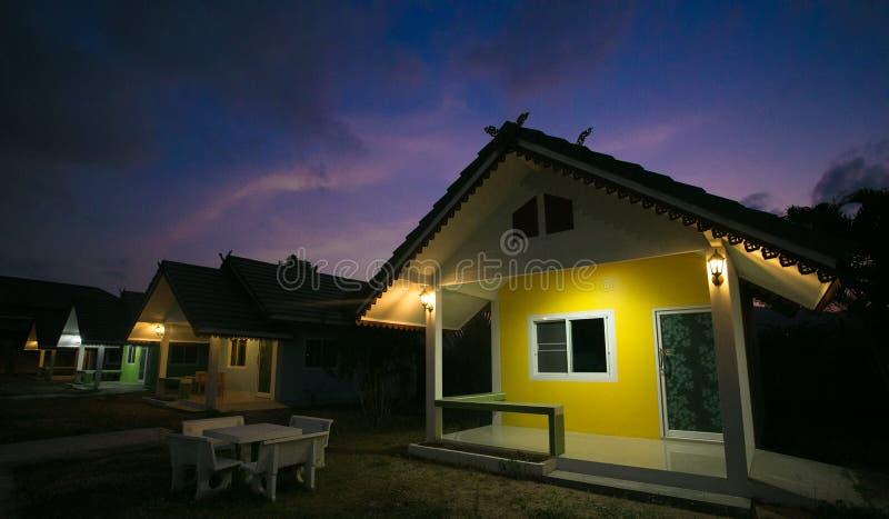 Huahin, Tailândia - 3 de março de 2017 recurso da casa, noite imagens de stock