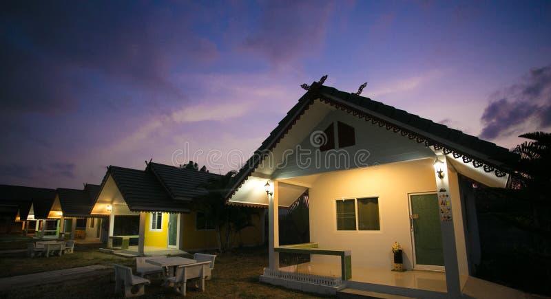 Huahin, Tailândia - 3 de março de 2017 recurso da casa, noite foto de stock royalty free