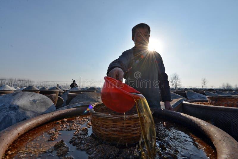 Huai ', jiangsu landskap, Kina: hävdvunnen soyavinäger är den populära på våren festivalmarknaden royaltyfri foto