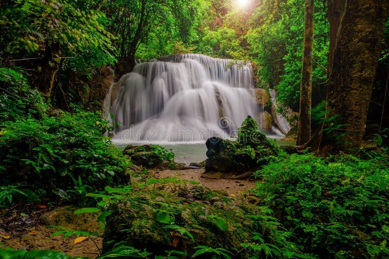 Huai-mae-kha-Minuten-Wasserfall schönes waterwall im nationalpark von Kanchanaburi-Provinz, Thailand lizenzfreie stockbilder