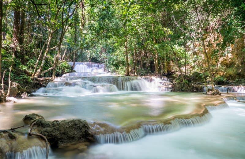 Huai Mae Khamin Waterfall: Rad 1, Kanchanaburi, Thailand royaltyfria foton
