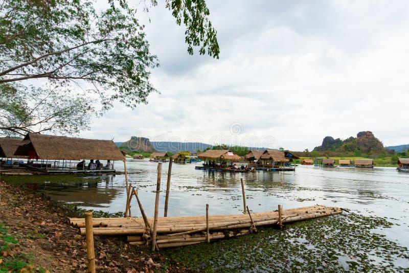Huai Muang, het meer van Thailand met botenhuis de plaats van ontspant royalty-vrije stock foto
