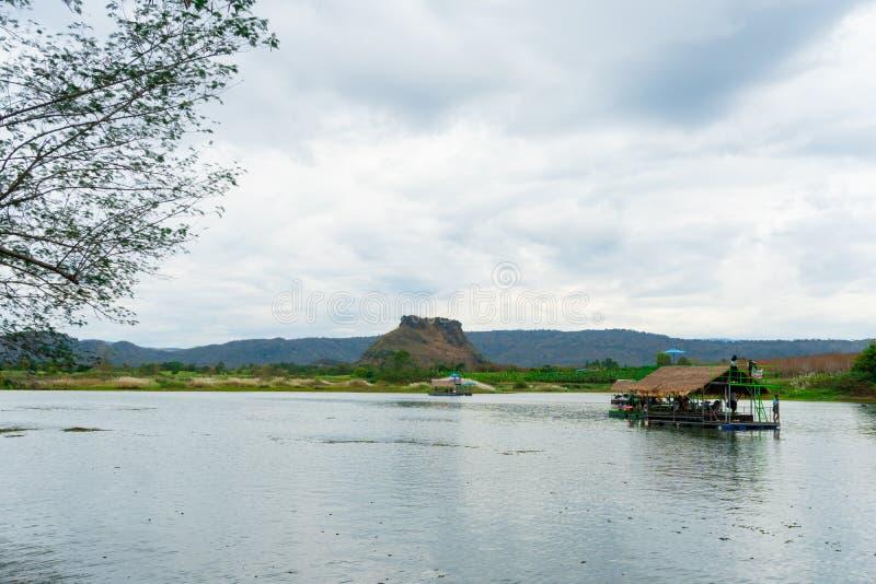 Huai Muang, het meer van Thailand met botenhuis de plaats van ontspant stock afbeeldingen