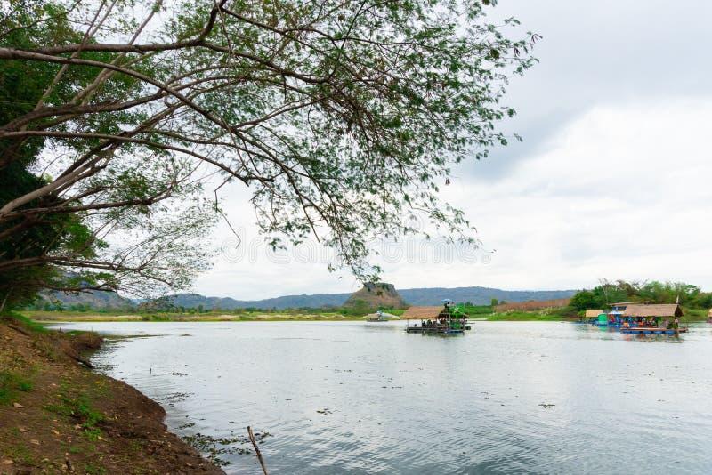 Huai Muang, het meer van Thailand met botenhuis de plaats van ontspant stock foto