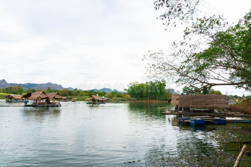 Huai Muang, lago thailand con la casa barco el lugar de relajarse imagen de archivo libre de regalías