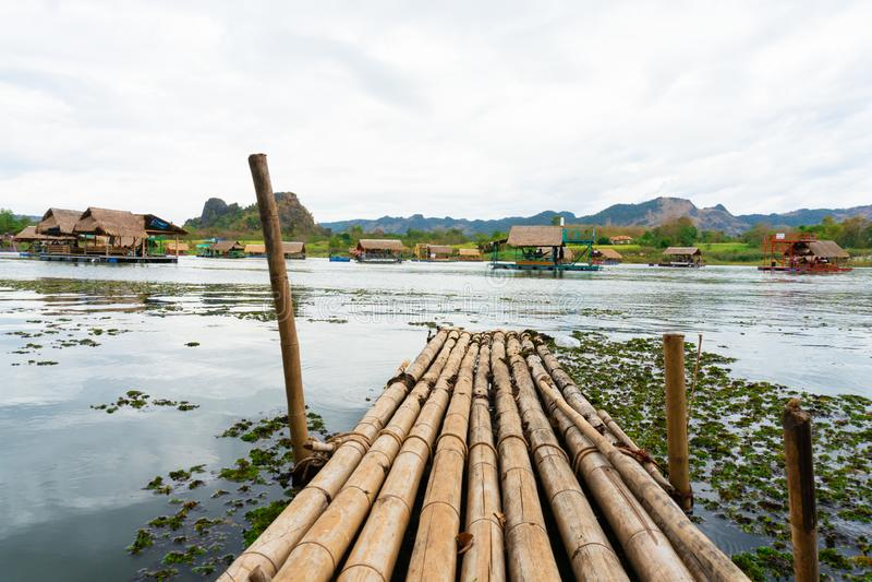 Huai Muang, Thailand See mit Bootshaus der Ort von sich entspannen lizenzfreie stockfotos