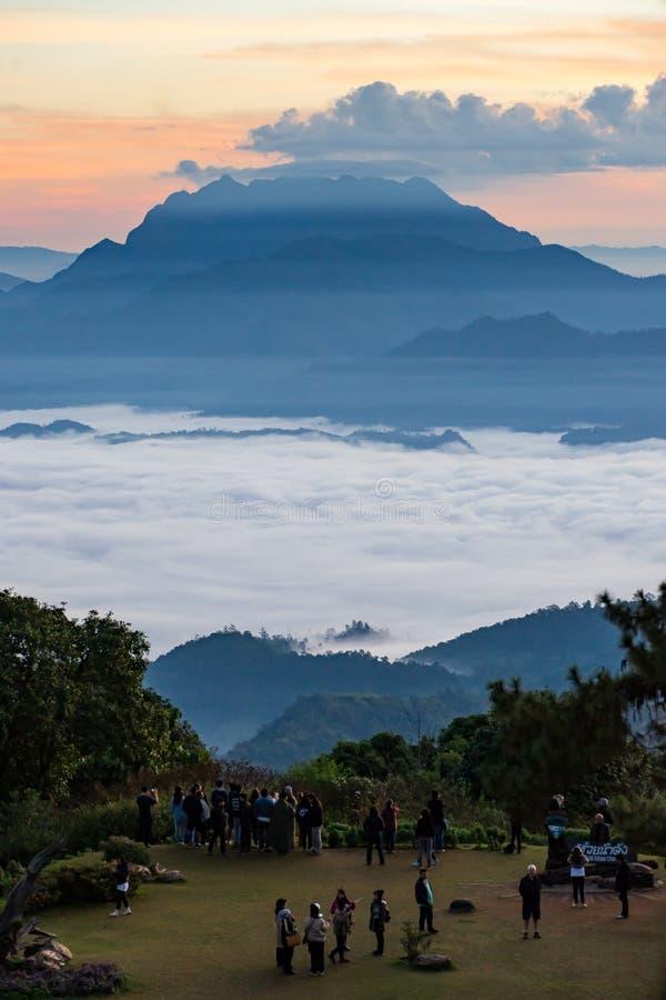 Huai Nam Dang National Park Sunrise sui campeggi, Mae Tang, Chiang Mai, Tailandia immagine stock libera da diritti