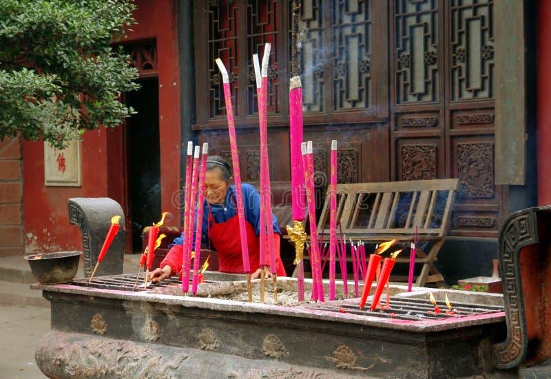 Huang por muito tempo Xi, China: Varas ardentes do incenso foto de stock