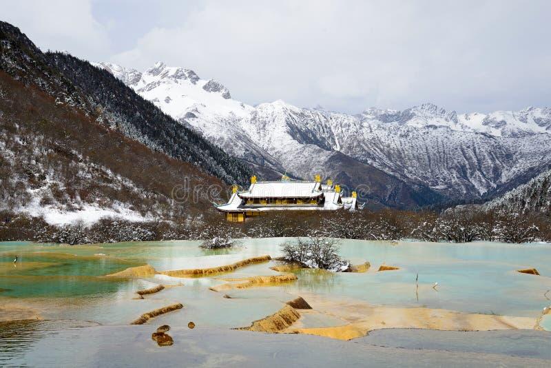 Huanglong kleurrijke vijver stock afbeeldingen