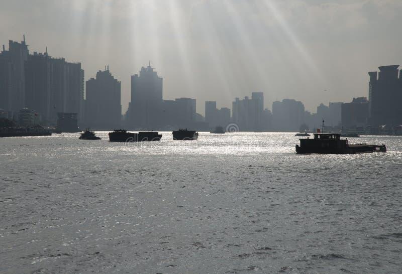 Huangpu River av shanghai royaltyfria bilder
