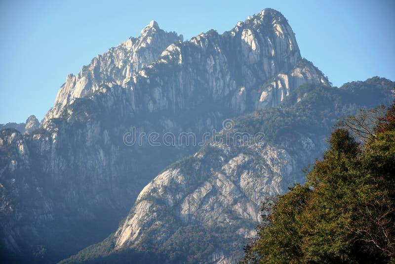 Huangshan, montagnes jaunes, dans la province d'Anhui en Chine images libres de droits