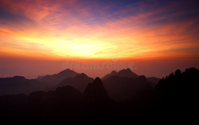 huangshan monteringssoluppgång royaltyfria bilder