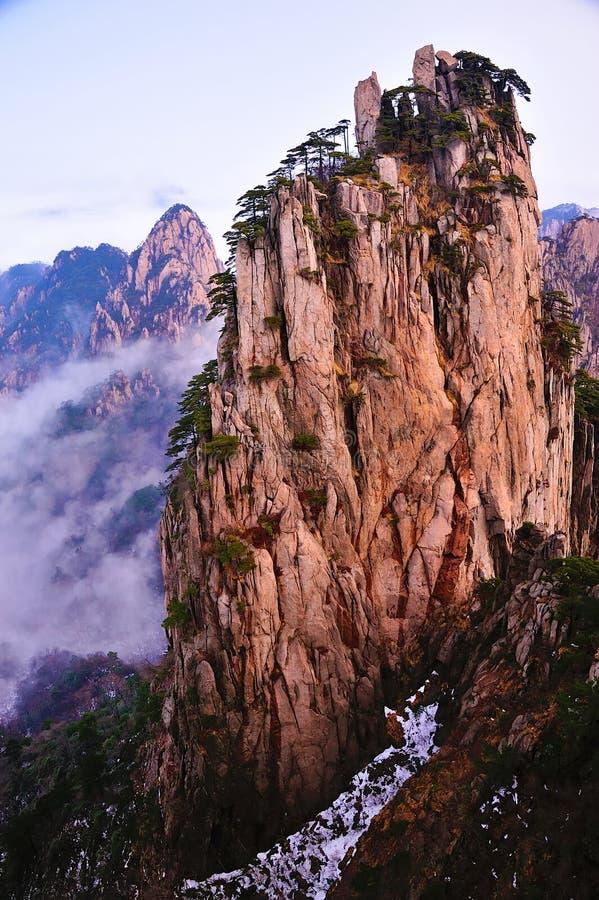 Download Huangshan(yellow) Mountain Cliff Royalty Free Stock Image - Image: 29384426