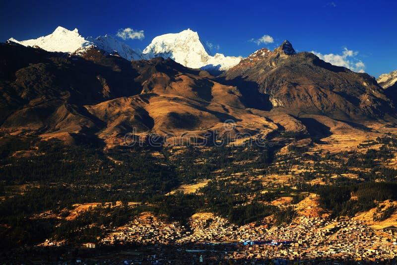 Huaraz en el Blanca de Cordiliera fotos de archivo