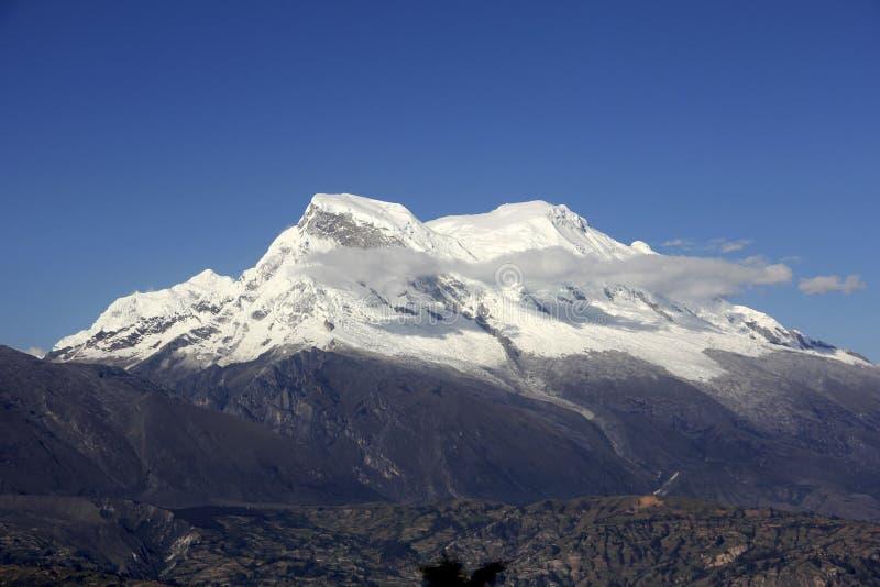 Huascaran snowcapped piekandes Huaraz Peru royalty-vrije stock afbeelding
