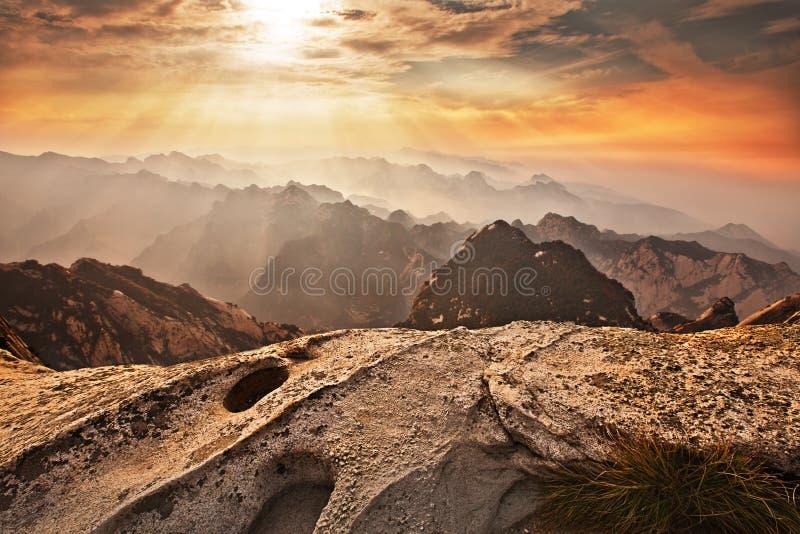 Huashan solnedgång royaltyfria foton