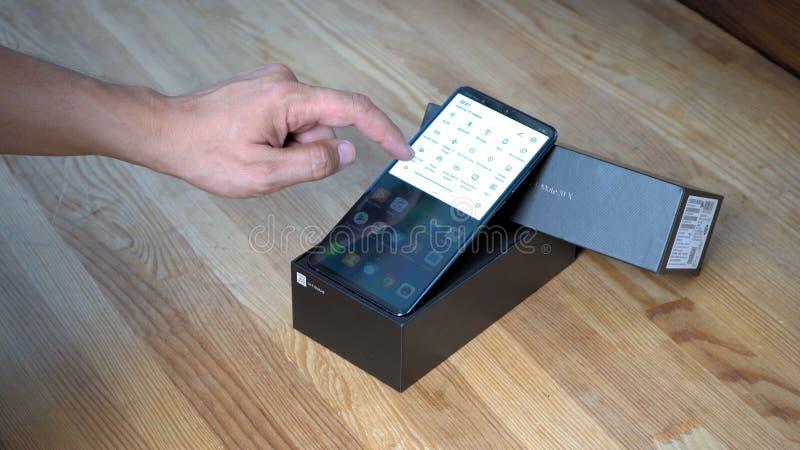 Huawei-Kamerad 20 X Smartphoneschirm stockfoto