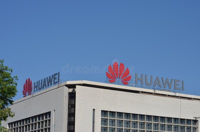 Huawei logo na ich biurze dla Serbia fotografia stock