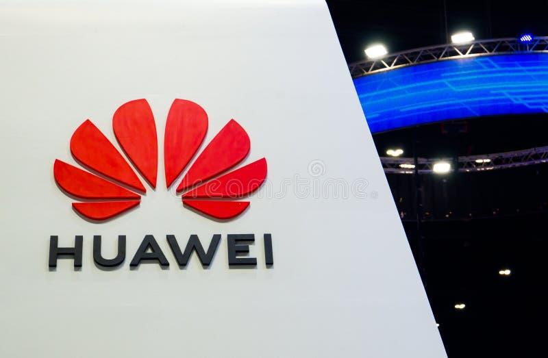 Huawei teknologier Co , Ltd är en kinesisk multinationell nätverkande, telekommunikationutrustning, företaget som brännmärker log royaltyfri bild