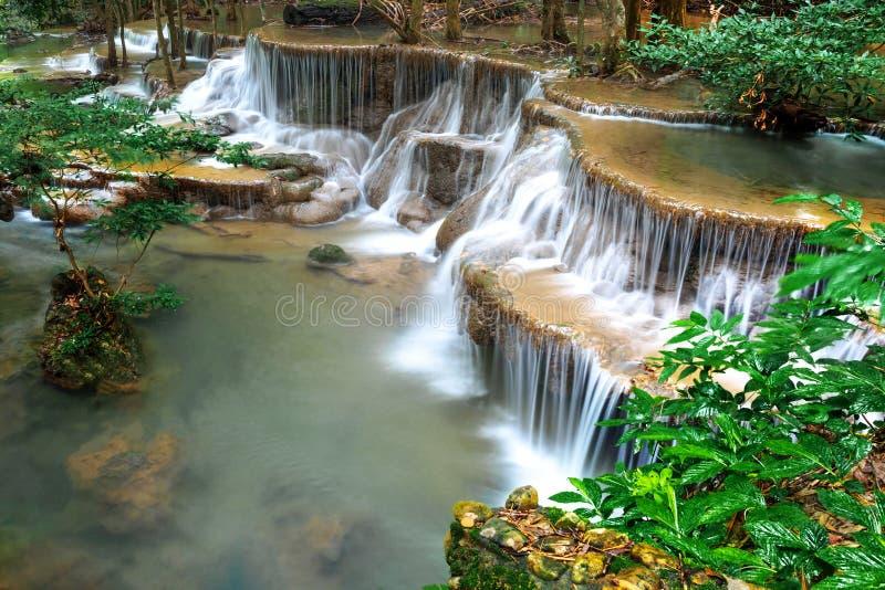 Huay Mae Kamin, Mooi watervallandschap in rainforset bij Kanchanaburi-provincie, Thailand royalty-vrije stock afbeeldingen