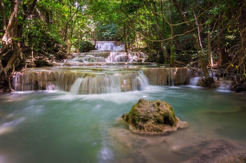 Huay-mae kamin Wasserfall in Kanchanaburi, Thailand lizenzfreie stockfotos