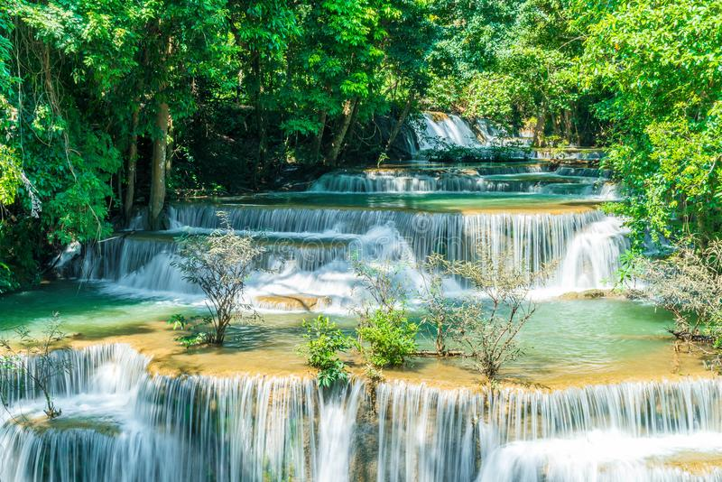 Huay Mae Kamin Waterfall bei Kanchanaburi in Thailand lizenzfreies stockfoto