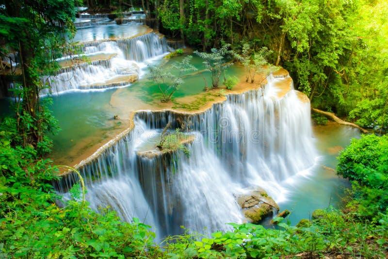 Huay Mae Kamin Waterfall dans la province de Kanchanaburi de parc national, Thaïlande images libres de droits