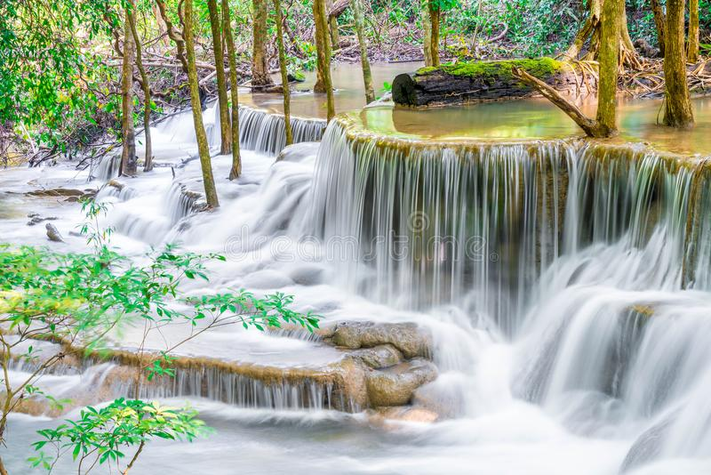 Huay Mae Kamin Waterfall en Kanchanaburi en Tailandia imágenes de archivo libres de regalías