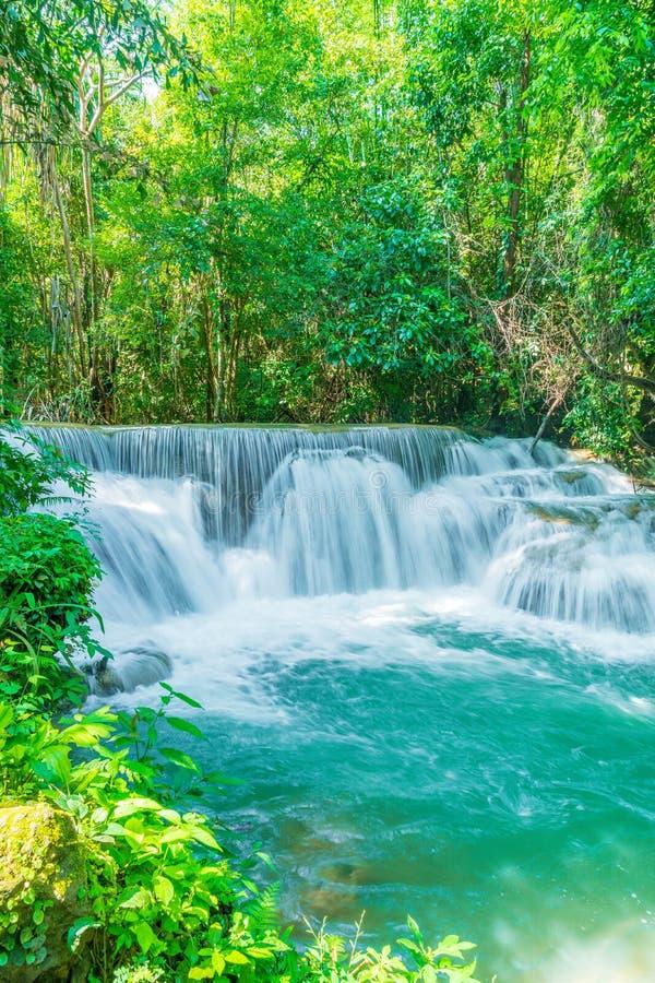 Huay Mae Kamin Waterfall en Kanchanaburi en Tailandia fotografía de archivo libre de regalías