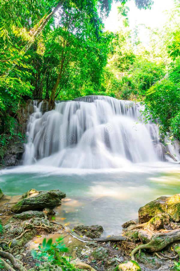 Huay Mae Kamin Waterfall en Kanchanaburi en Tailandia fotos de archivo libres de regalías