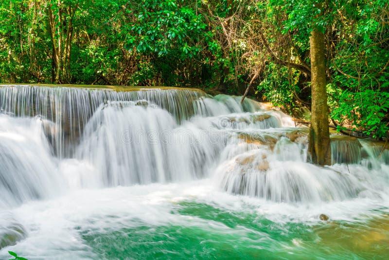 Huay Mae Kamin Waterfall en Kanchanaburi en Tailandia fotos de archivo