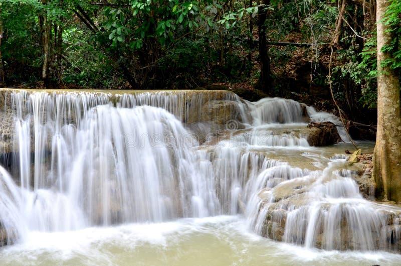 Huay Mae Kamin Waterfall, härlig vattenfall i höstskog royaltyfri foto