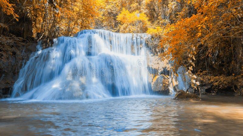 Huay Mae Kamin Waterfall na província de Kanchanaburi, foto de stock royalty free