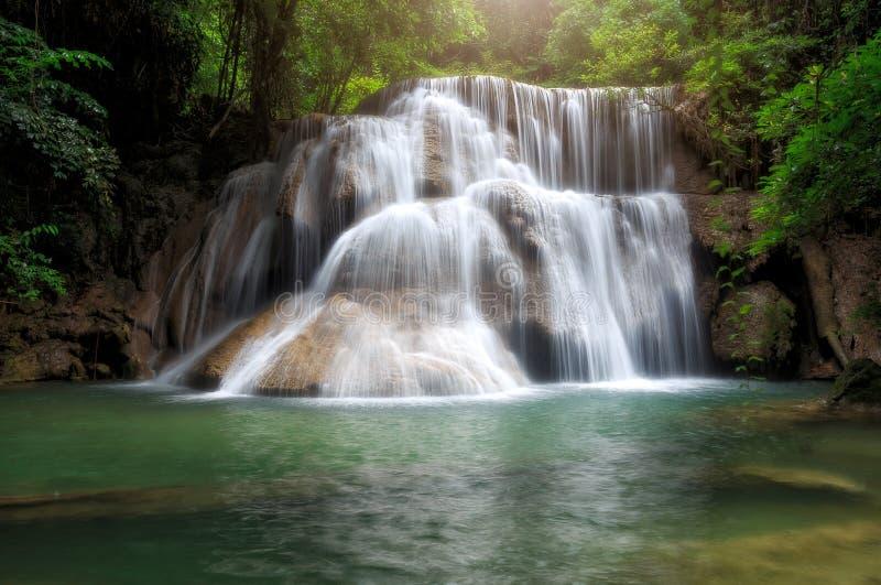 Huay Mae Khamin, cascata di paradiso situata in foresta profonda di Th immagini stock libere da diritti