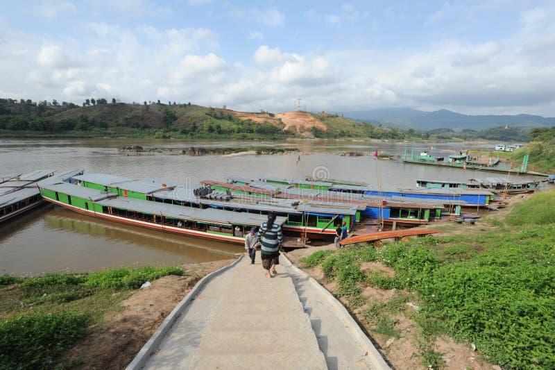 Huay Xai村庄在河湄公河的 免版税图库摄影