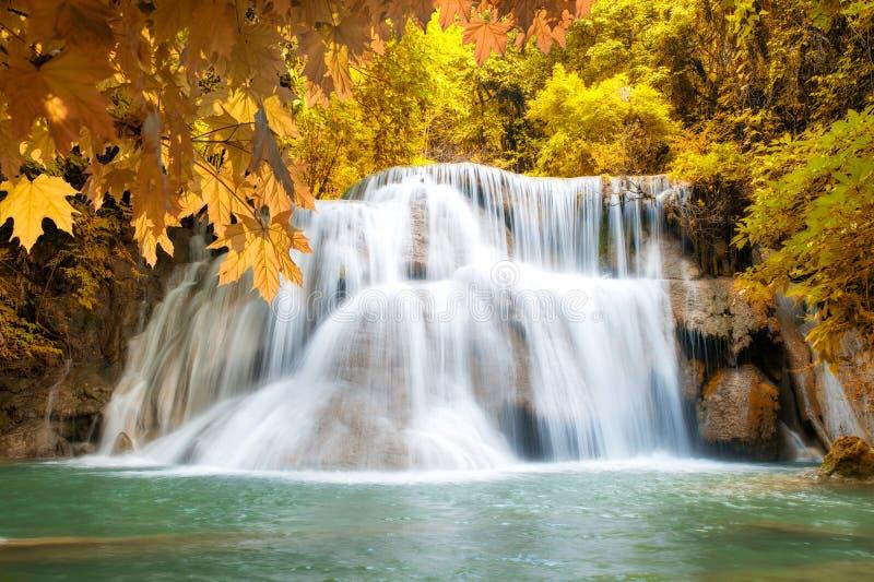 HuayMaeKamin瀑布,在北碧省,泰国的美丽的瀑布 库存图片