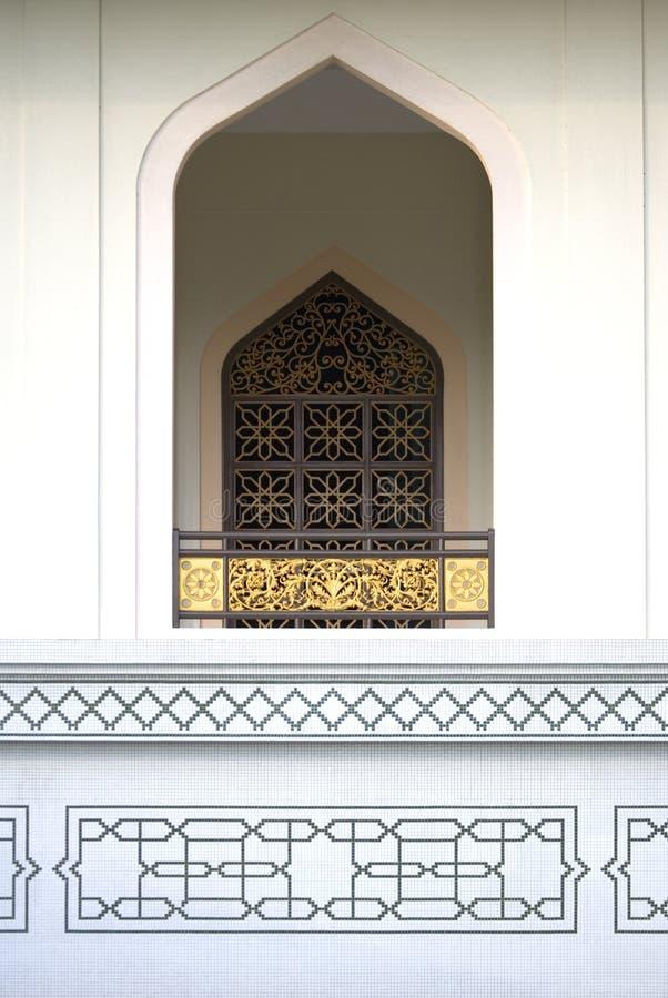 Hublot à la mosquée d'Al-Azim photographie stock libre de droits