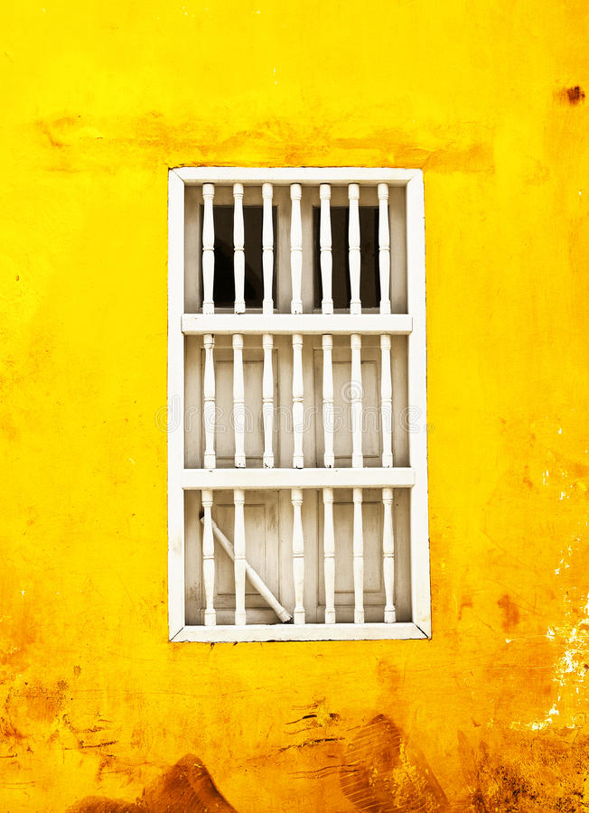 Hublot cassé coloré images libres de droits
