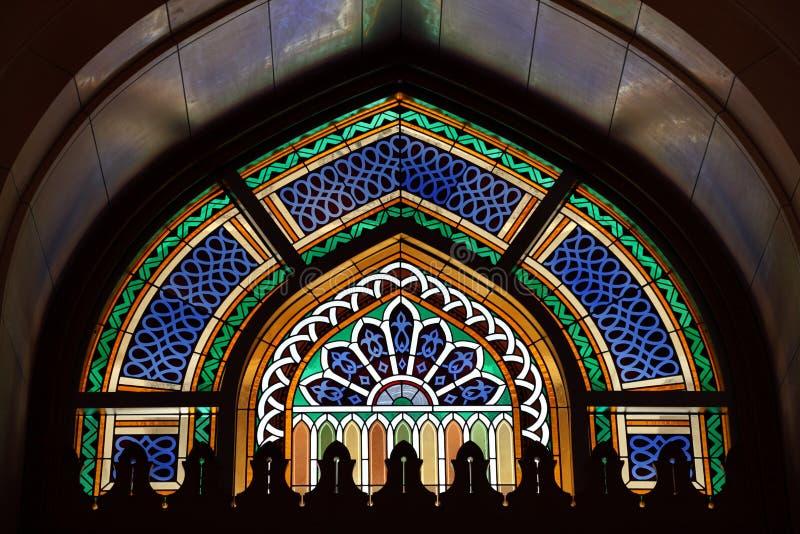 Hublot dans la mosquée grande photographie stock libre de droits