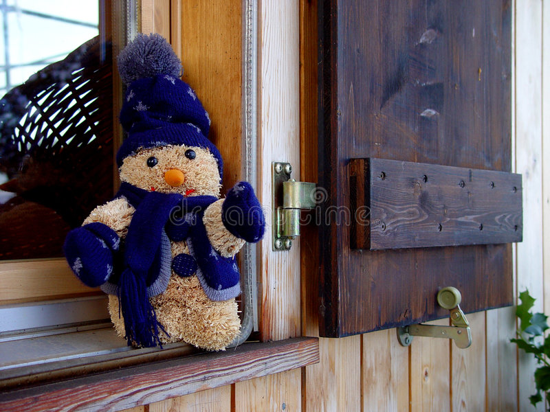 Download Hublot de l'hiver image stock. Image du timber, hiver, nounours - 73717
