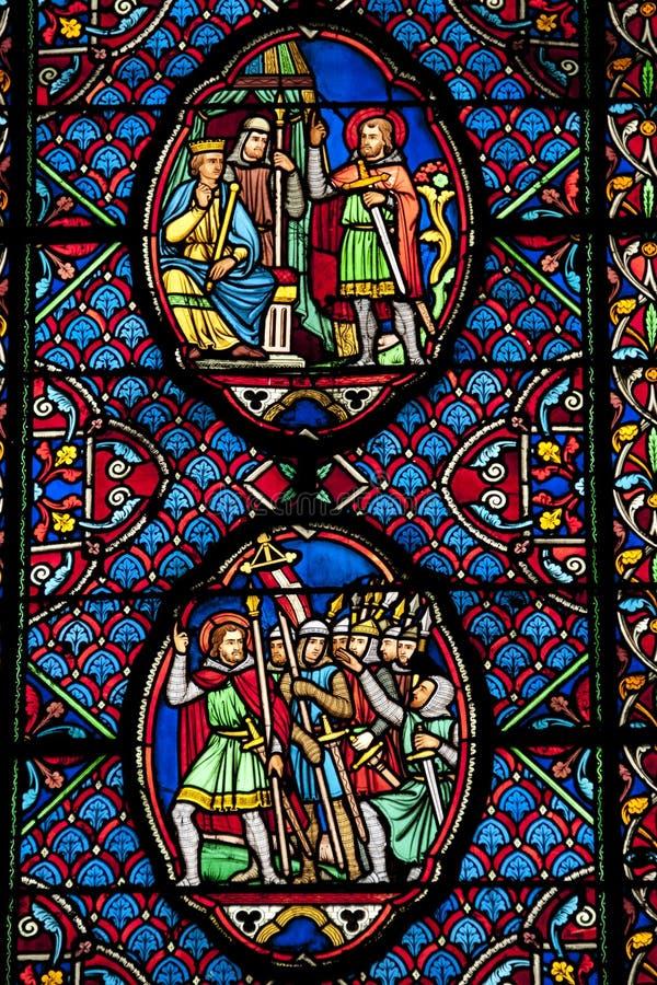 Hublot de verre coloré dans le saint Gatien photo stock