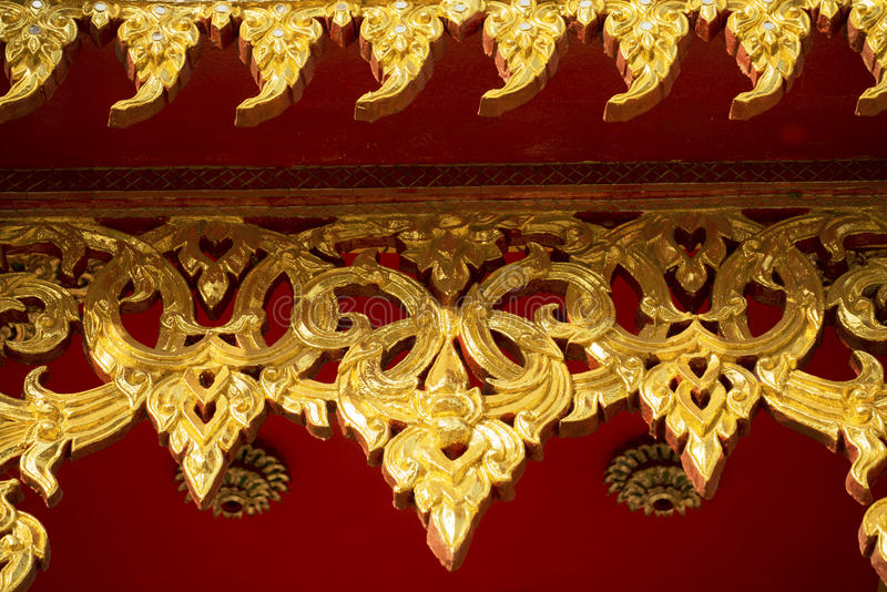 Hublot en bois de découpage d'or antique photos libres de droits