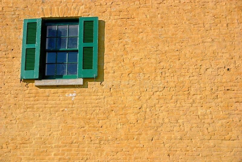 Download Hublot en jaune et vert photo stock. Image du obturateur - 71042