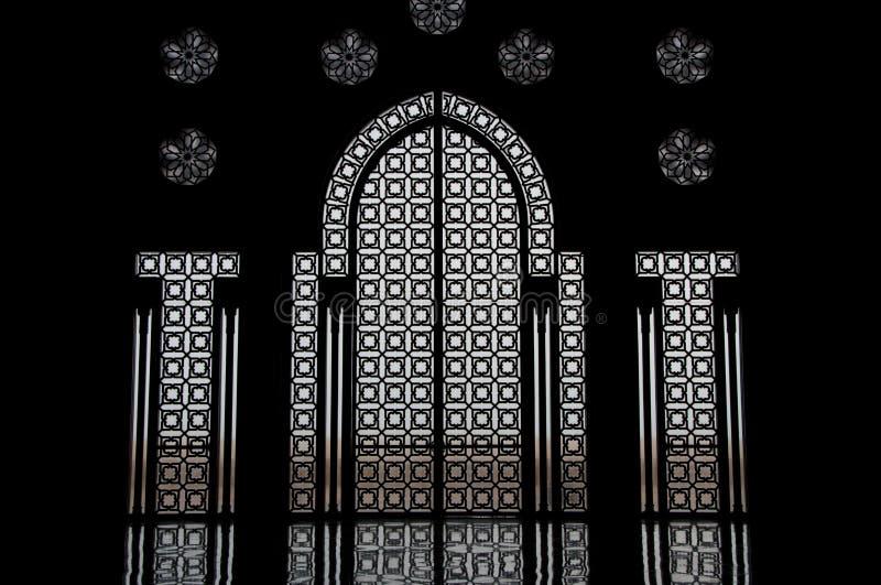 Hublot râpé dans la mosquée marocaine images libres de droits