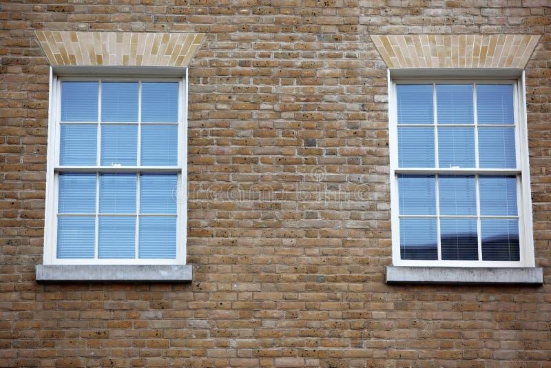 Hublots classiques de victorian à Londres photo libre de droits